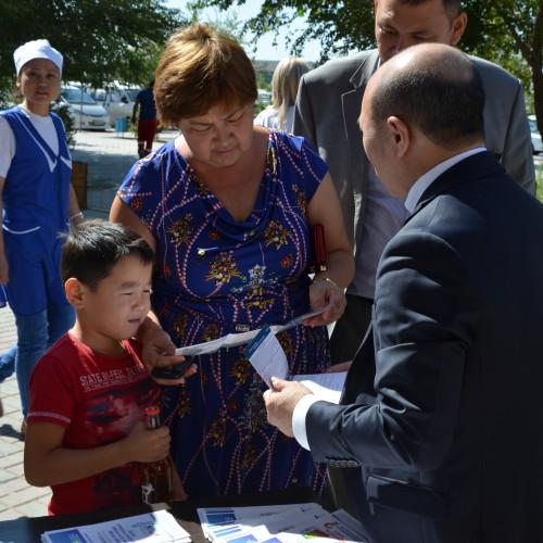 200 человек обратились за помощью в антикоррупционную приемную на ж/д вокзале Атырау
