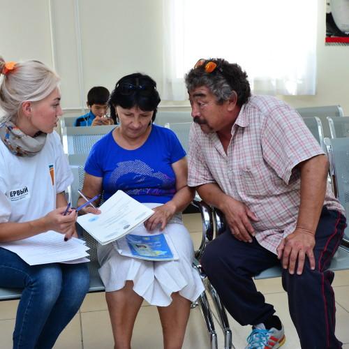 Посетители ЦОНа в Атырау анонимно рассказали об очередях и некомпетентных сотрудниках