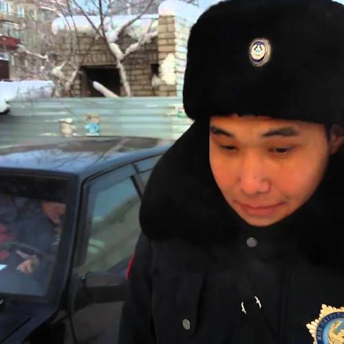 Полицейский отобрал мобильный телефон у журналиста