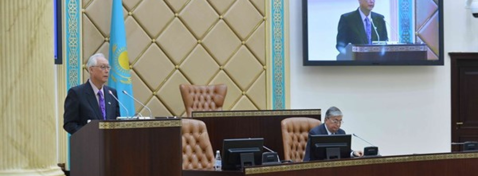 Экс-премьер Сингапура посоветовал властям Казахстана инвестировать в людей, а не в нефть