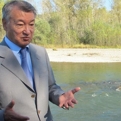 Даниал Ахметов призвал чиновников включать мозги