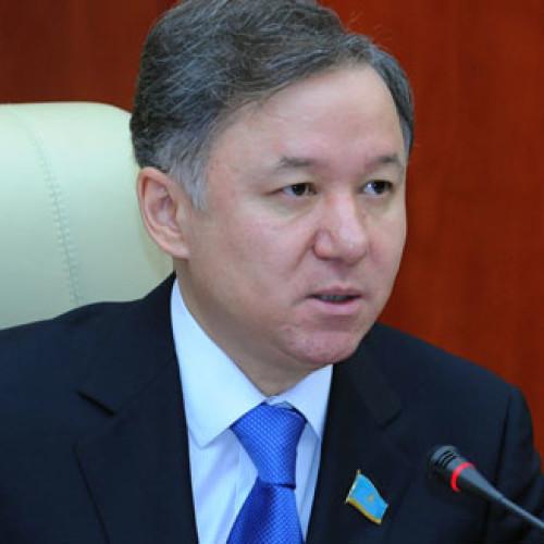 Депутатов призвали соблюдать этику