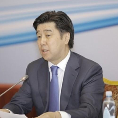 Алихан Байменов высказался о сверхурочной работе госслужащих