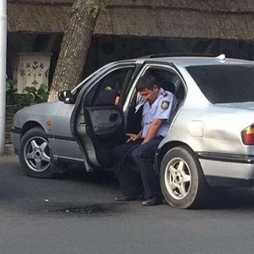 В МВД прокомментировали действия «писающего полицейского»