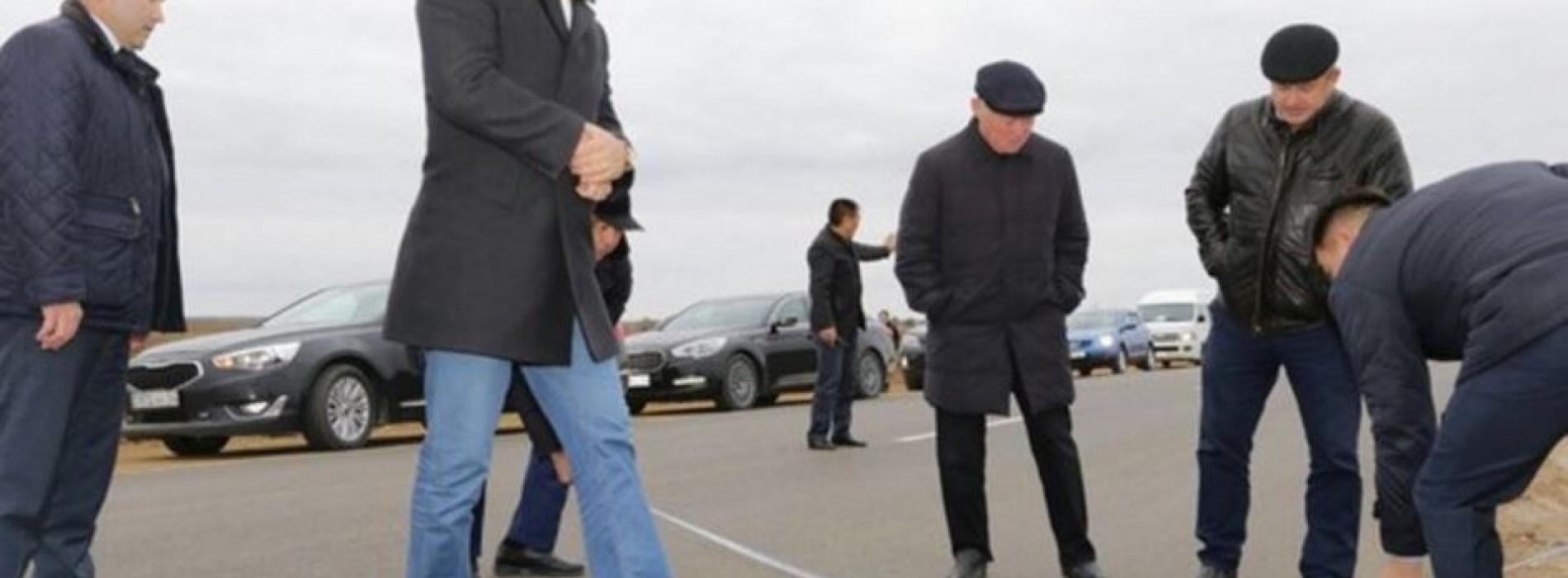 Аким Актюбинской области измерил новую дорогу рулеткой