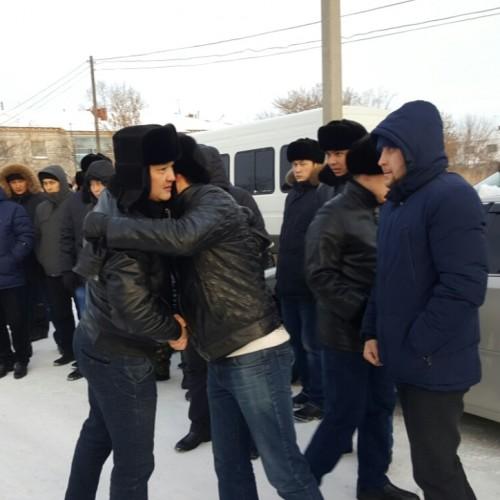 Родные убитого в Кокшетау полицейского не верят, что майор полиции действовал один