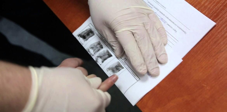 Кто в Казахстане будет сдавать отпечатки пальцев