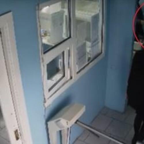 Сотрудник таможни устроил драку в аэропорту Алматы
