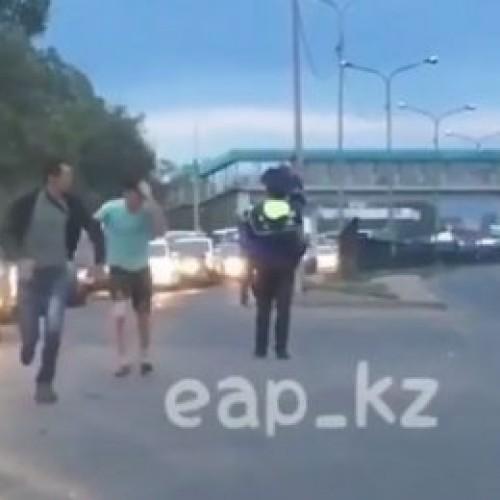 В Алматы «равнодушный полицейский» уволен из органов внутренних дел