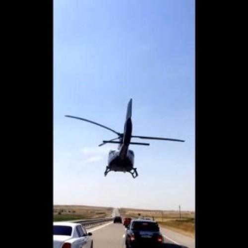 Свадебный кортеж сопровождал вертолет в Шымкенте