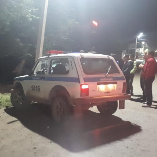 В Уральске пьяный полицейский врезался в столб
