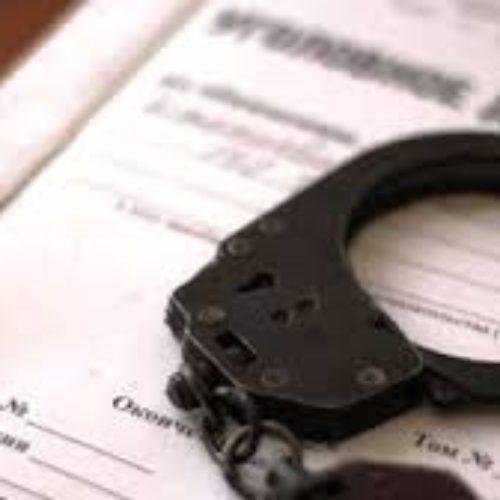 В Шу полицейские провели спецоперацию против коллег с применением оружия. Один человек погиб