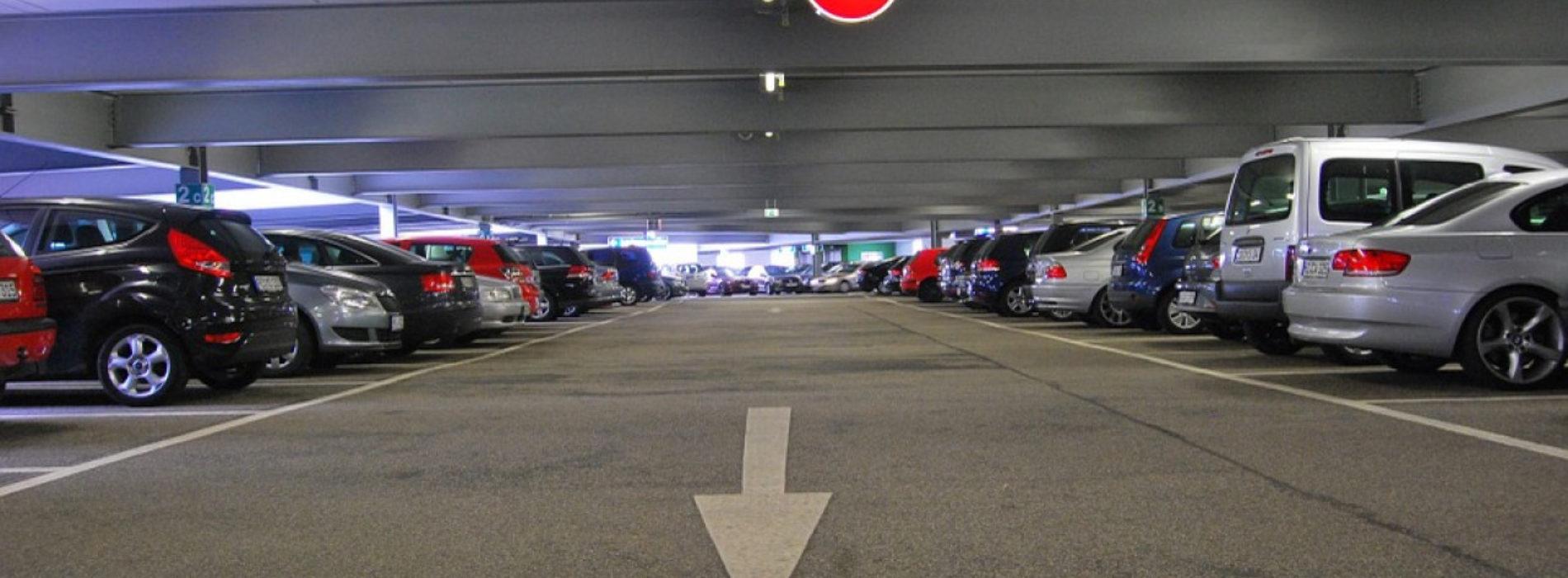 Нелегальные парковщики вновь заполонили Алматы