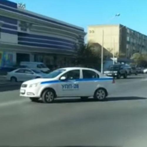 За нарушение ПДД в Актау оштрафовали полицейского