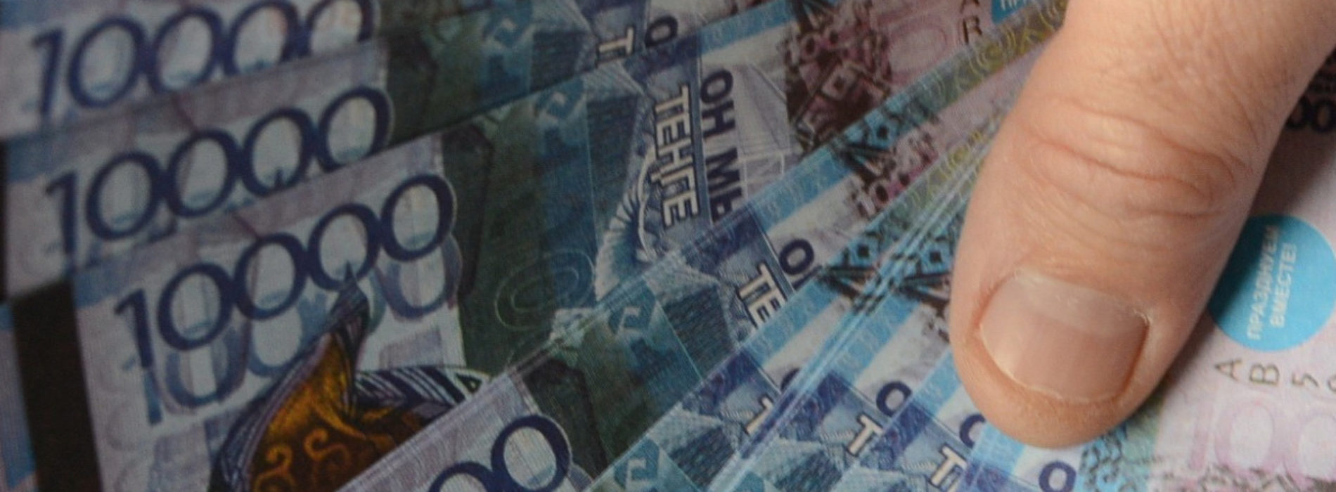 Начальник Шалкарской дистанции пути обещал трудоустройство за 1,2 млн тенге