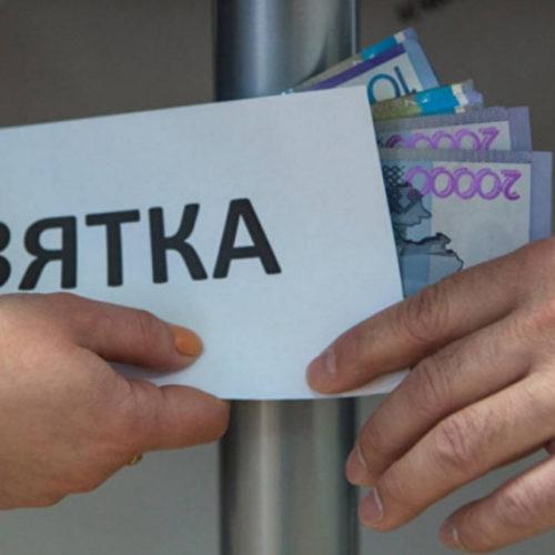 Главу Департамента госдоходов Атырауской области подозревают в получении взятки