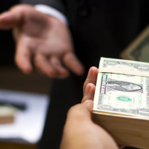 Лишать чиновников нечестно нажитого имущества предлагает Генпрокуратура