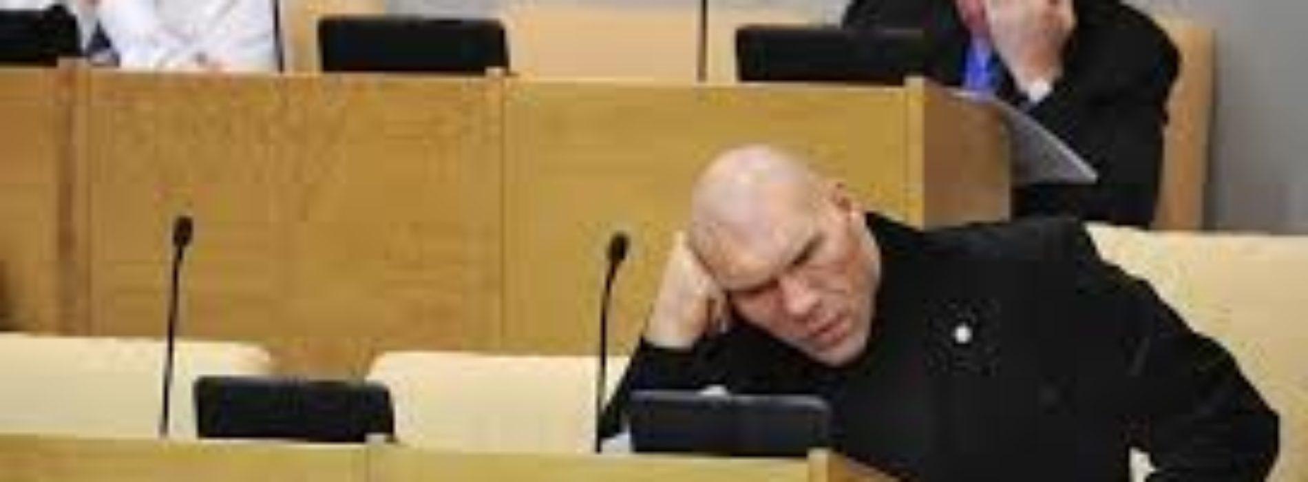 Поправка «Запрет детям и супругам депутатов постоянно жить за границей» отклонен Госдумой. Почему?