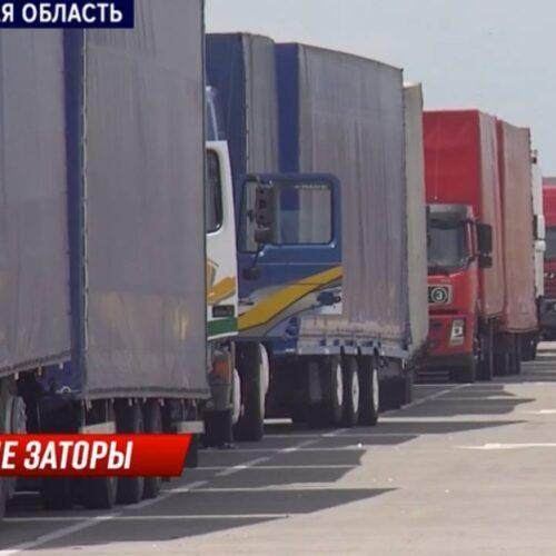 Дальнобойщики требуют ускорить проезд на казахско-китайской границе