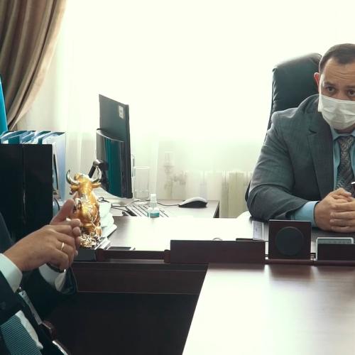 Заместитель главного врача станции скорой помощи Талдыкоргана нанимала родственников на работу и начисляла им надбавки.